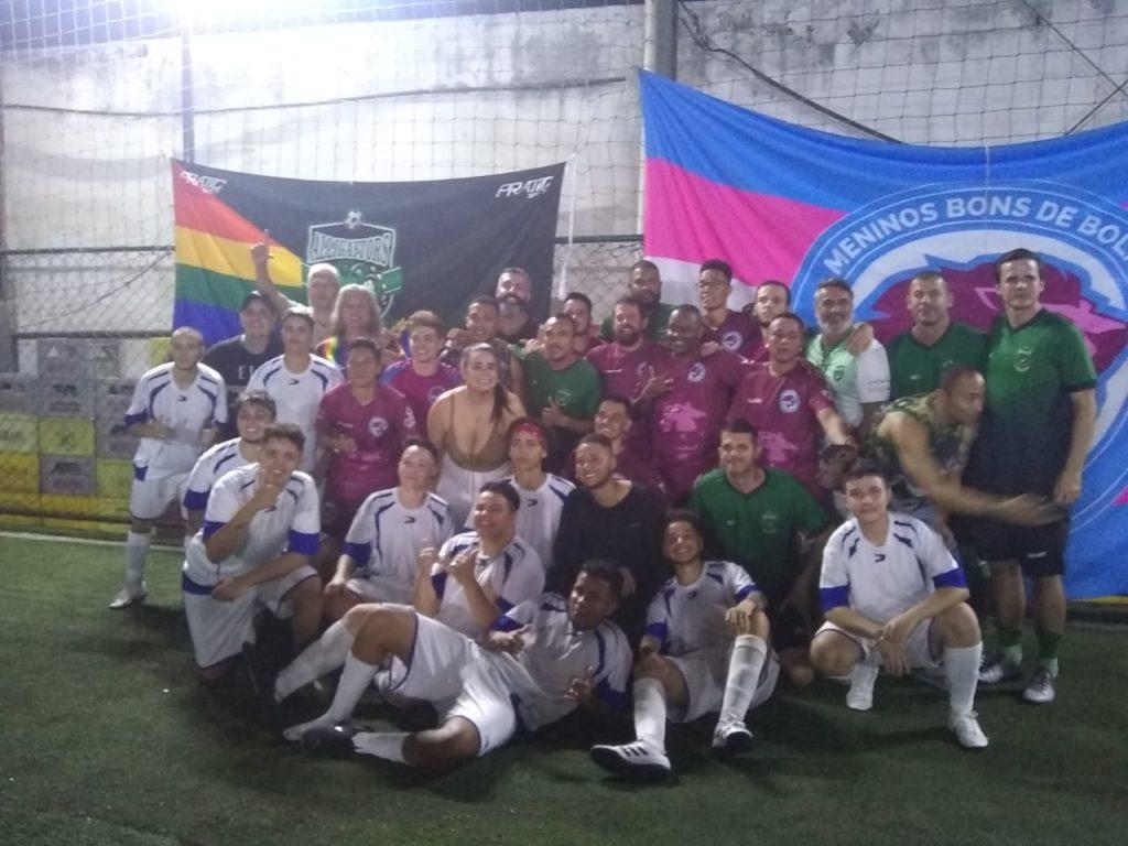 Primeiro jogo de futebol entre times de homens trans teve goleada de virada