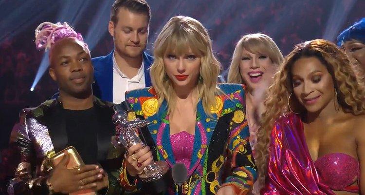 Taylor Swift vence VMA e pede por lei a favor de LGBTs