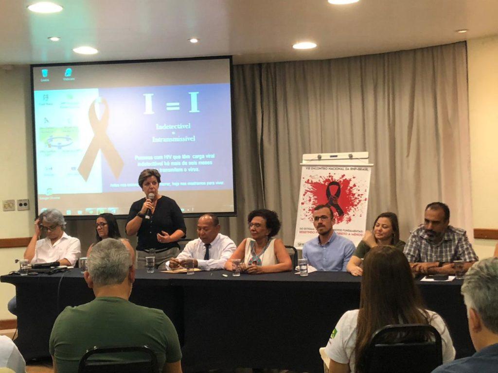 Ativistas denunciam desmonte da política de Aids em abertura do 8º Encontro da RNP+Brasil