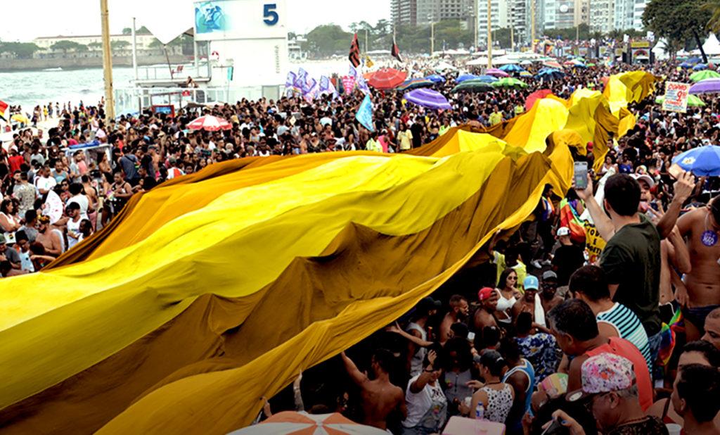 Parada LGBTI+ do Rio trará bandeirão amarelo de 30 metros pela luta contra o suicídio