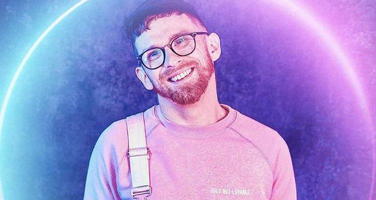 Jovem gay com paralisia cerebral vence reality show e questiona: 'Por que não posso ser inspirador e atraente?'
