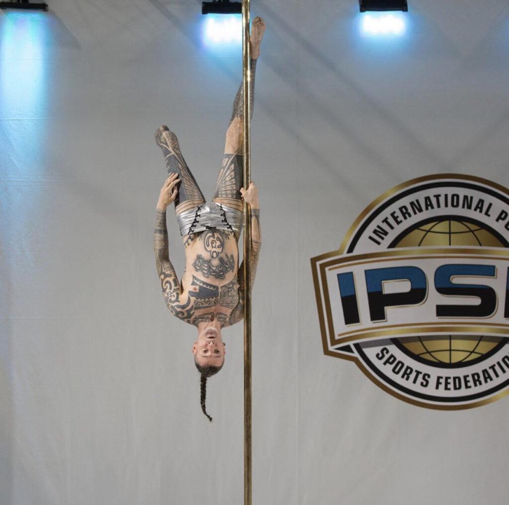 Depois de perder parte da perna, atleta conta como se tornou campeão mundial de pole dance